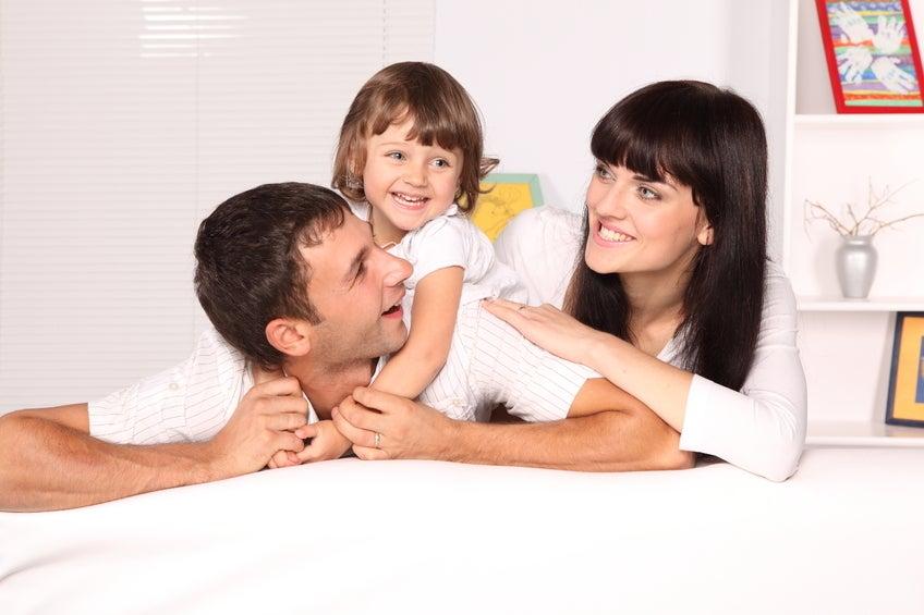 Nehmen Sie sich 20 Minuten pro Tag Zeit, um mit Ihren Kindern zu spielen. So stärken Sie nicht nur Ihre Beziehung, sondern können auf einfache Weise Gewicht verlieren.