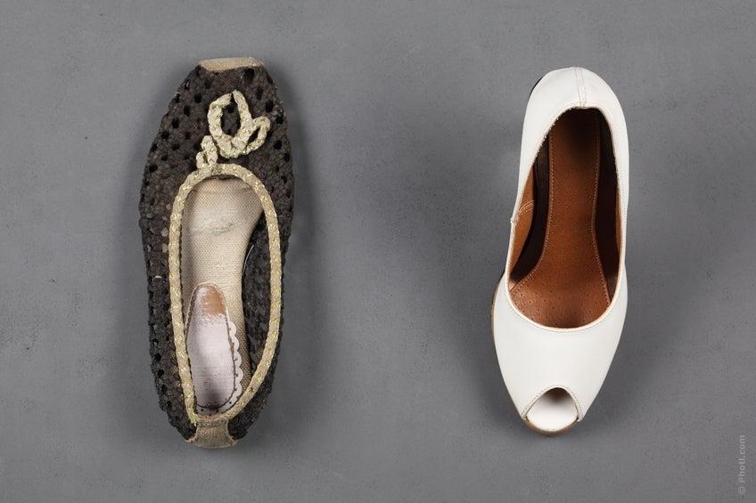 Ideal wäre, wenn man immer ein Paar bequeme Turnschuhe dabei hätte. Bei jeder Pause könnte man so die Schuhe wechseln.