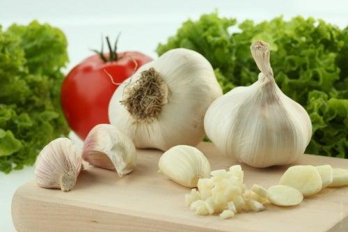 Knoblauch kann gegen Tinnitus helfen