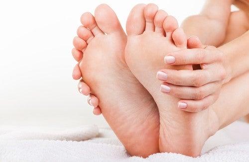 Natürliche Hausmittel gegen Fußgeruch