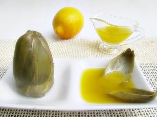leckere Artischocken zubereiten mit Zitrone und Öl