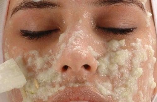 Hausgemachte Cremes, um Hautflecken zu beseitigen