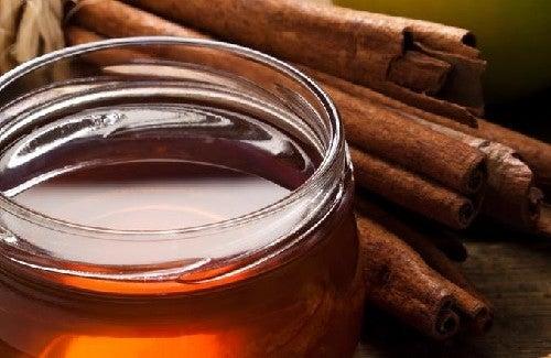 Zimt und Honig gegen Arthritis