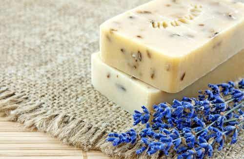 Lavendelseife: Hausgemachte und natürliche Herstellung