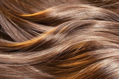 Benutze Ei für schöne Haare