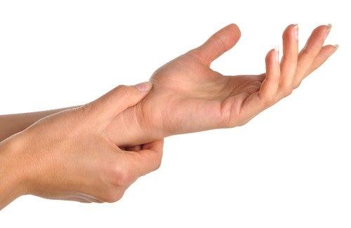 Was bedeuten Schmerzen in den Händen und Handgelenken?