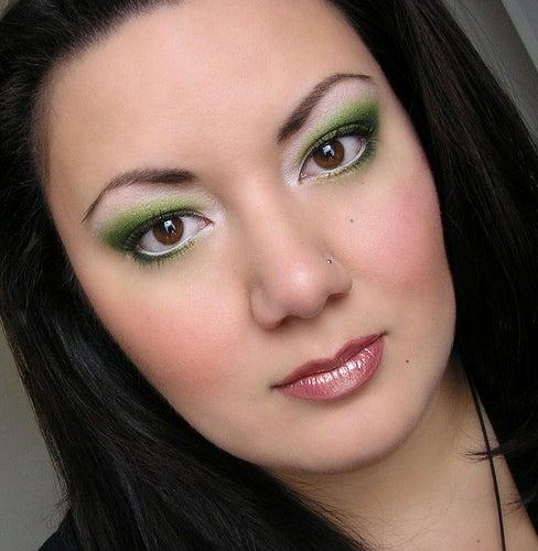 Lernen Sie die beste Art kennen, Ihre Augen zu schminken