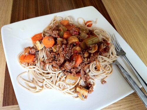 Pasta mit Gemüse und Hackfleisch