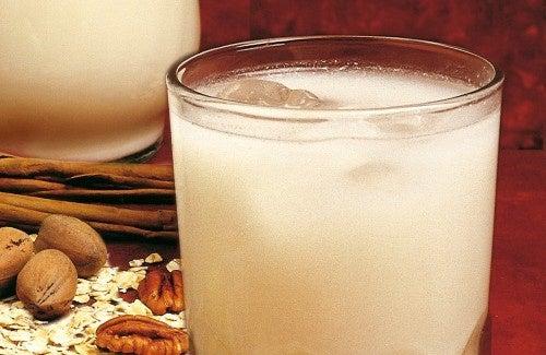 Rezept Haferflockenwasser mit Zitrone, um Gewicht zu verlieren