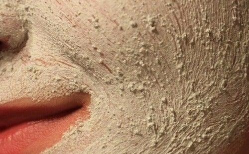 Gesichtsmassagen und Peeling
