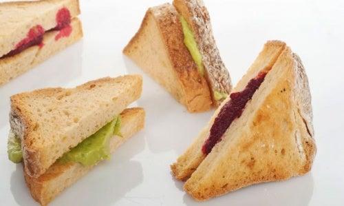Sandwich mit Roter Beete und Avocado