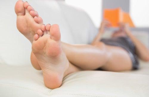 Natürliche Hausmittel, um Fußgeruch zu vermeiden