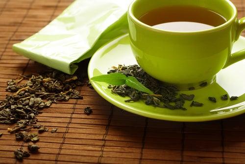 Grüner-Tee gegen geschwollene Finger