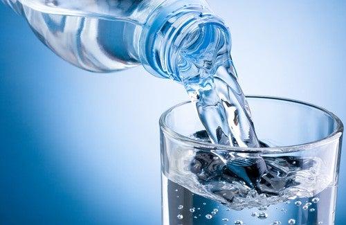 Wieviel und wann sollten wir Wasser trinken?