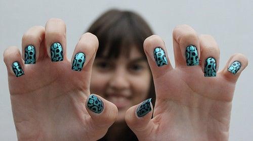 schöne, starke Nägel mit Nagellack