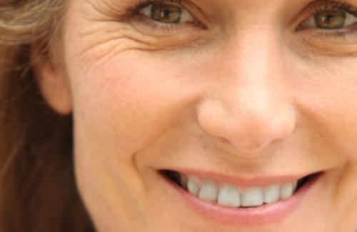 Natürliche Mittel gegen frühzeitige Hautalterung