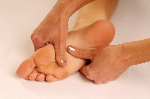 Behandlung von Schmerzen an der Fußsohle