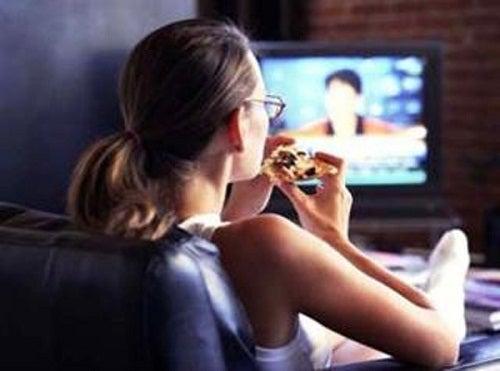 Ist vor dem Fernseher essen gesund?