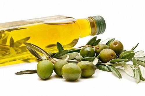 Vorteile-Olivenöl-in-den-Ernährungsplan-einzubauen