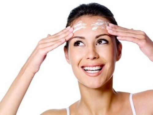 Natürliche Mittel gegen Gesichtsflecken funktionieren manchmal sehr gut