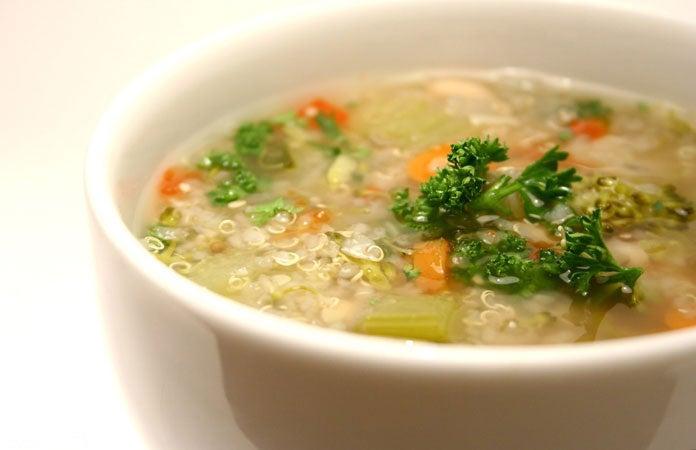 Gemüsesuppe-mit-Quinoa