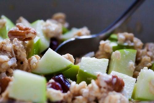Obstmüsli mit Avocadokern