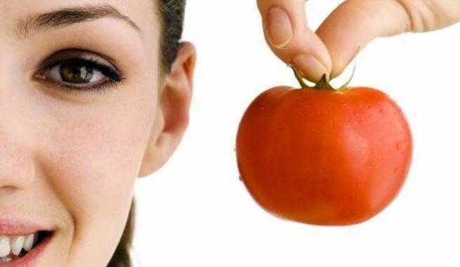 Tomatengesichtsmaske