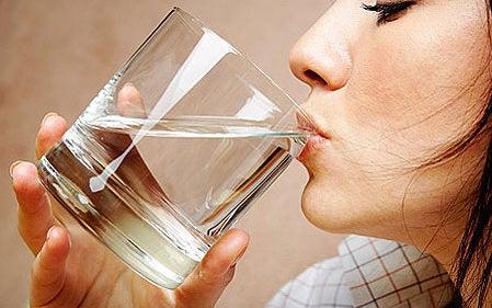 Wasser tut dem Körper gut und stillt auch Hungergefühle
