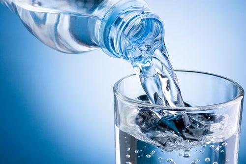 Wasser auf nüchternen Magen
