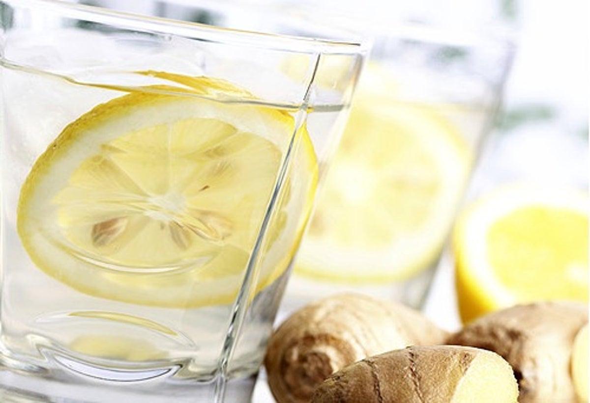 Ingwer Gurke und Zitrone Getränk zur Gewichtsreduktion
