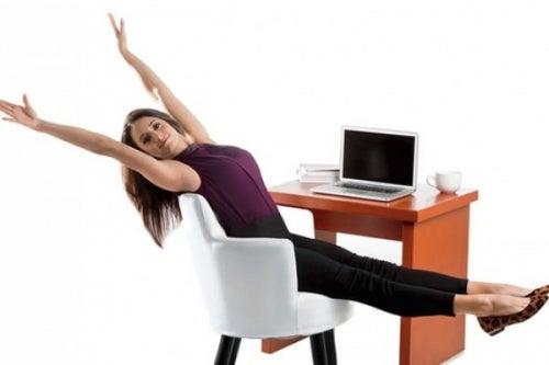 Training gegen Krampfadern im Büro
