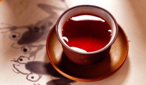 Ein Tee aus Cayenne-Pfeffer und Ahornsirup kann beim Abnehmen helfen