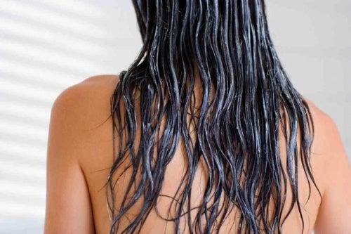 nasse-Haare
