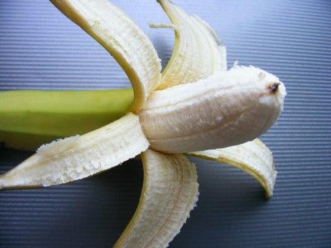 Mit Bananenschale gegen Zahnverfärbung