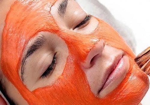 Karotten-Gesichtsmaske