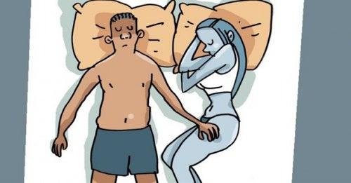 Mann legt Hand auf Bein der Frau