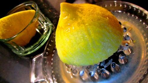 Zitrone auf der Presse