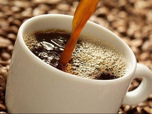 am Abend schlechte Lebensmittel: Kaffee