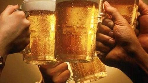 Zu viel Alkohol bringt die Elektrolyten durcheinander