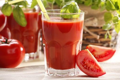 Entzündungshemmende Diät mit Tomatensaft