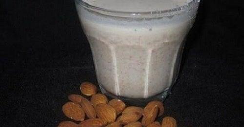 Gesundheitliche Vorzüge der Mandelmilch