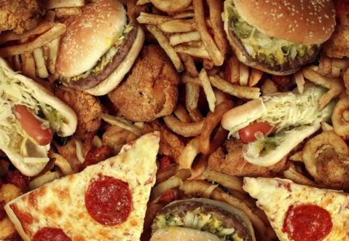 Fast food ist schädlich für die Leber