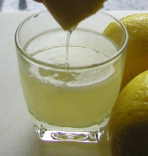 3 leckere Ideen, Zitrone in dein Frühstück zu integrieren