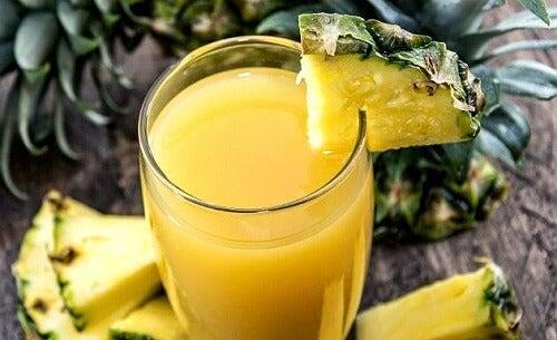 ananas-saft-mit-minze