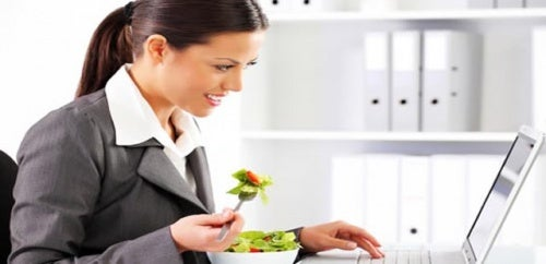 im-büro-essen-führt-zu-depressionen