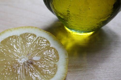 olivenöl-mit-zitrone