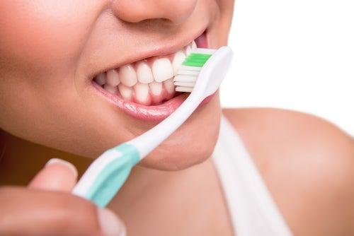 Reinige deine Zahnbürste mit Wasserstoffperoxid