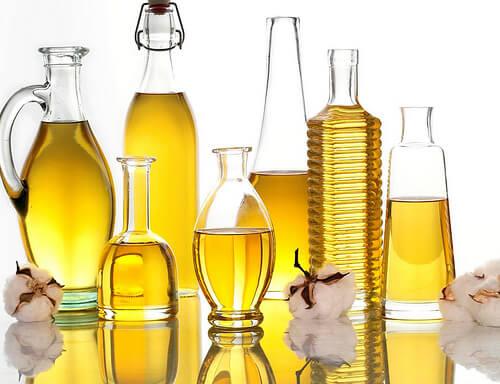 Salz und Öl gibt es in allen möglichen Flaschen und Streuern