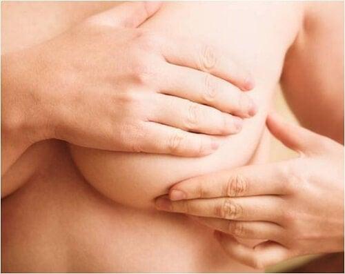 Abtasttest-der-Brust