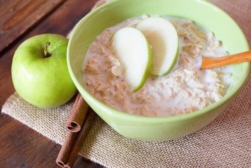 Haferflocken und Äpfel: warum das eine gesunde Kombination ist